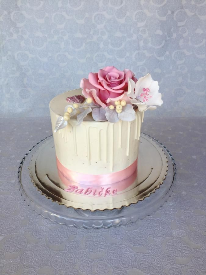 Buttercream Cake With Fondant Flowers By Layla A Fondant Cakes
