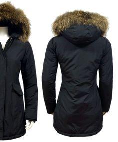 Fashion Planet heeft een ruime collectie winterjassen en bontjassen voor zowel dames als heren. Onze Heren jassen kunt u online bestellen maar u kunt deze jassen met bontkraag ook komen passen in onze winkel in Amsterdam.- Dames Zwarte Parka Jas met Bont DJ024 | Modedam.nl- Voor de koude Winter