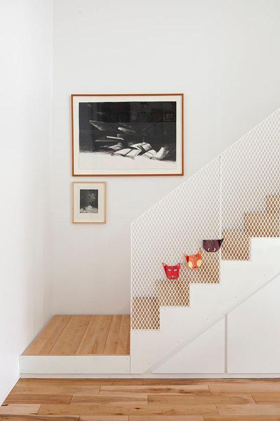 la SHED | 18th Avenue; mesh stair balustrade: