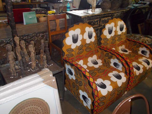 Cadeiras feitas à mão em miçangas! Cada cadeira demora meses para ser finalizada