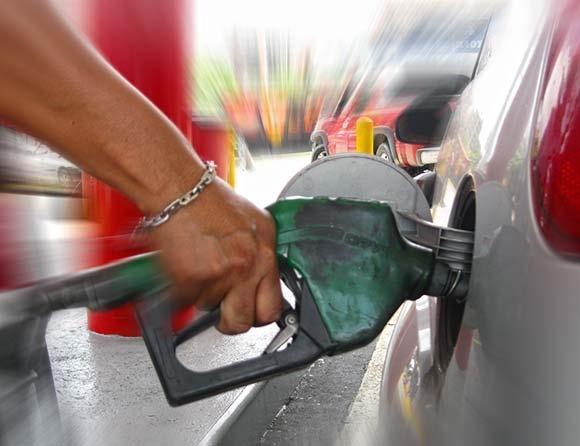 Na Venezuela é possível encher o tanque do carro gastando menos de R$ 2,00. Nossa vizinha lidera ranking dos países que vendem a gasolina mais barata do mundo; veja lista. [http://curiosando.com.br/paises-gasolina-mais-barata/]