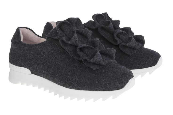 Sneakers that resemble pretty Ice Flowers. #JosefinasPortugal