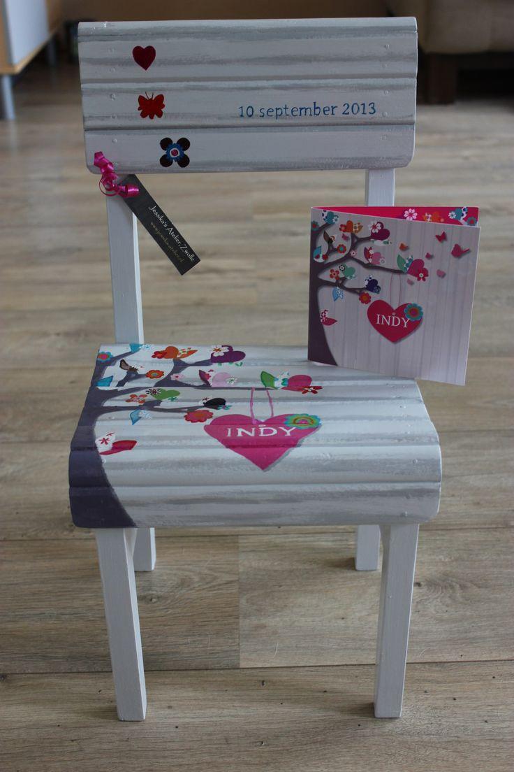 Stuur je geboortekaartje naar me op en ik schilder deze op een stoel. Zo wordt een cadeau wel heel persoonlijk! www.jessika-atelier.nl