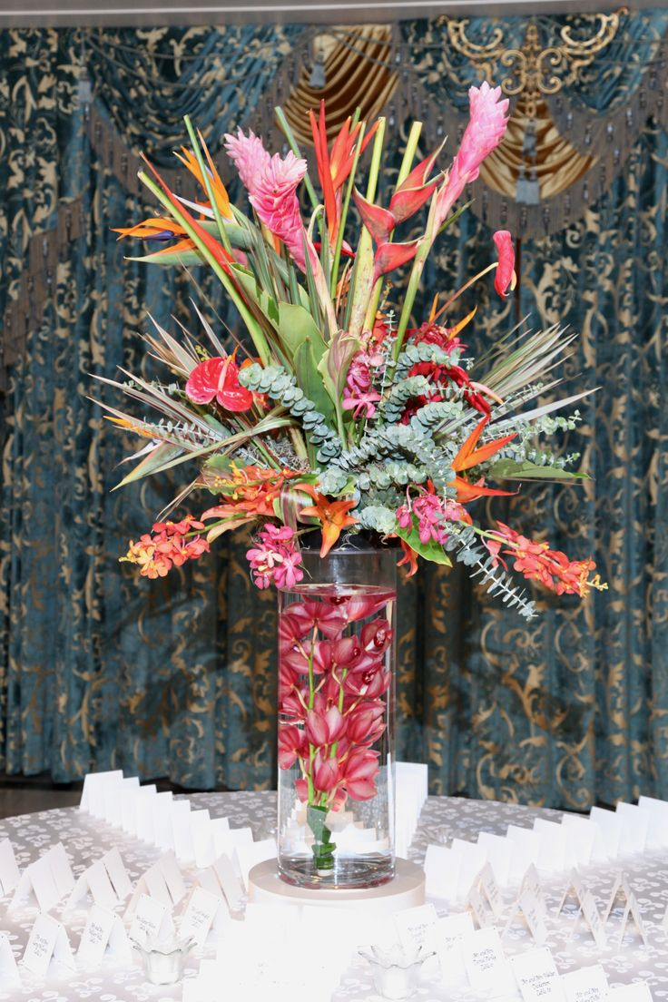 A spectacular tropical arrangement on the card table at Hotel DuPont. The Pros.