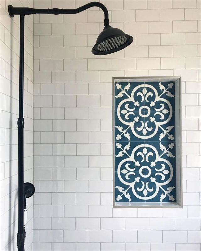 Loving this beautiful blue and white pattern tiled shower shelf #Bathroom #Bathr