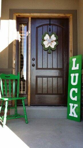 Luck Sign | DIY St Patricks Day Porch Decor