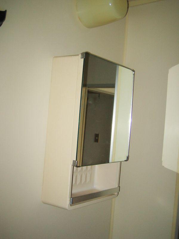 古くなった浴室の鏡を新しい浴室鏡に交換されました 浴室 鏡 鏡