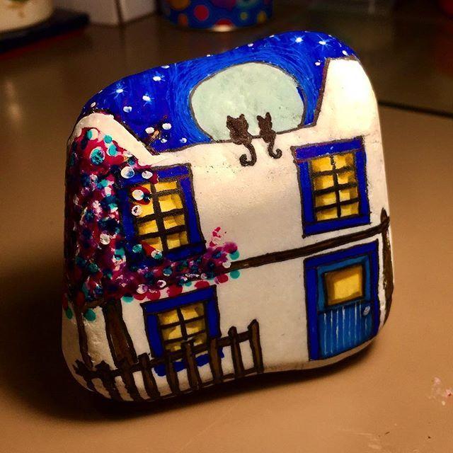 @nihalkrks için Bodrum evi/ Bodrum house #bodrumevleri #bodrumhouse #bodrummavisi #bodrumblue #house #stonepainting #rockpainting #taşboyama #creative #yatatıcı #hobi #hobie #handmade #handmadegifts #elyapımı #hediye