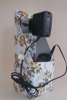 Sugestão de SilMez♻     Porta carregador de celular com caixa de leite.  Recicle!!♻