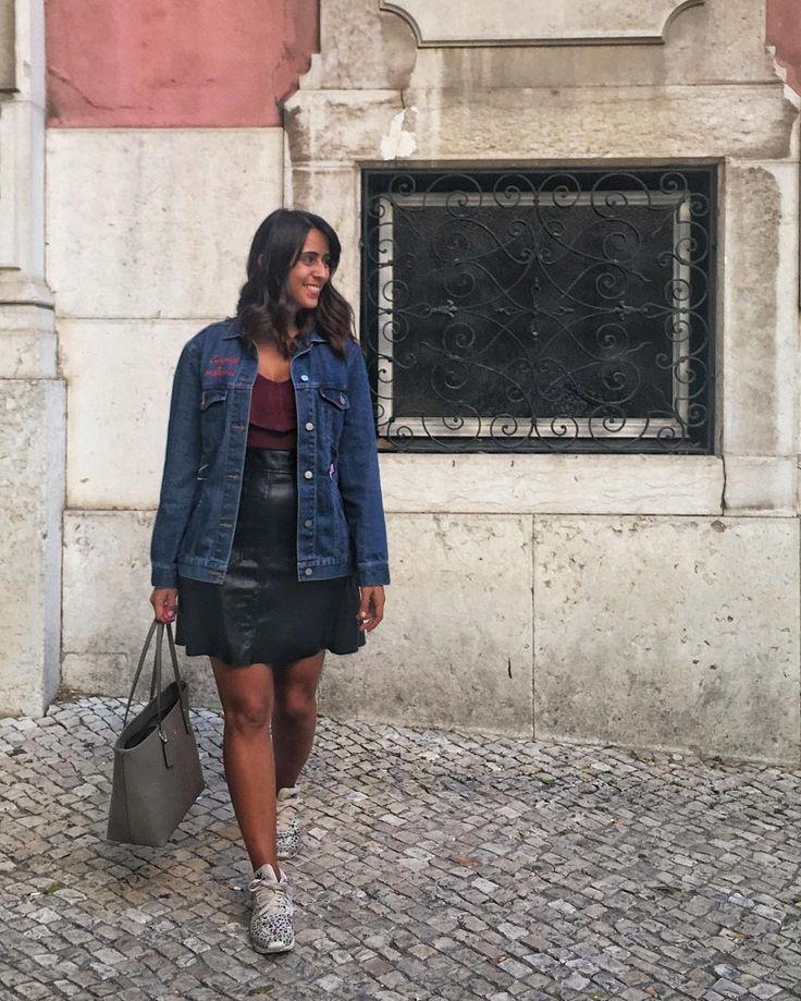 Nada como roupa nova pra animar a segunda! o vídeo de compras já tá no blog link na bio! . . . #lookdaluli #lookdodia #look #lotd #fashion #fblogger #moda #lisbon #coach #portugal #visitportugal #fastfashion #summer #travel #wanderlust #travelblogger #travelsolo #travellingsolo #lisboa #bluesky  #adidas #ganga #jeans #jeansjacket #jaquetajeans #coach #hm #adidas #animalprint