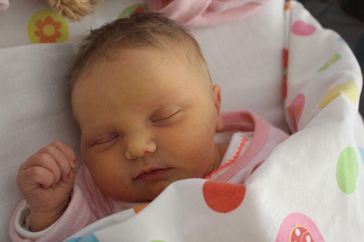 """Moeder van Tessa: """"mijn dochter, geboren op 5 mei 2016 (bevrijdingsdag) is een klein wondertje, met name omdat ik dankzij de nieuwste technieken, (eicelvitrificatie) op mijn 46e nog (alleenstaande) moeder kon worden van deze lieve kleine meid."""