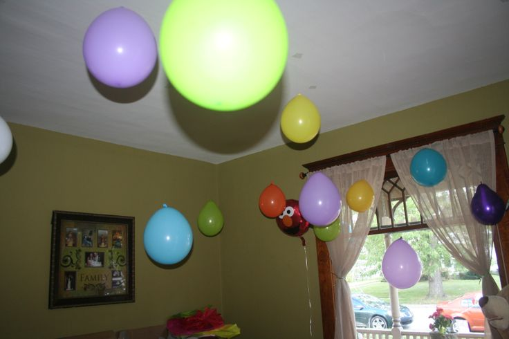 how to hold helium balloons down