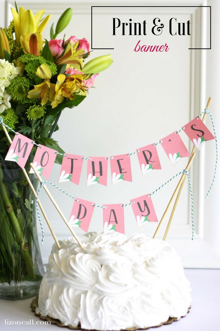 Add this cute mini Mother's Day bunting banner to your mantel, your decor or to your mom's breakfast tray and make her feel extra special this MOther's Day. The free cut file makes this Mother's Day banner so easy to make by using print and cut with the Cricut Explore Air 2. #ad