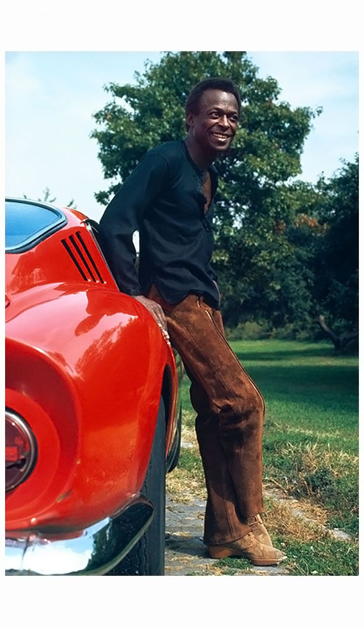 Miles Davis leans on his Ferrari 275 GTB at his home in New York City, 1969. © Baron Wolman