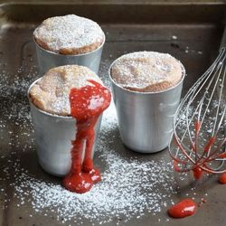 Rhubarb and strawberry soufflè | A delish treat with ingredients like egg whites, almond flour and strawberries that won't ruin your hard work at the gym!