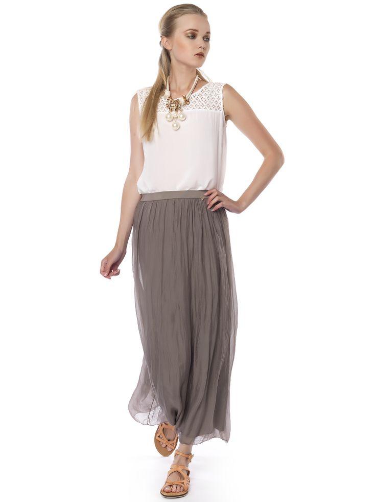 #grey_skirt