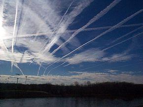 Théorie des #chemtrails http://fr.wikipedia.org/wiki/Th%C3%A9orie_des_chemtrails #météo #insolite #climat #changement #politique #pollution #complot #société #énigme