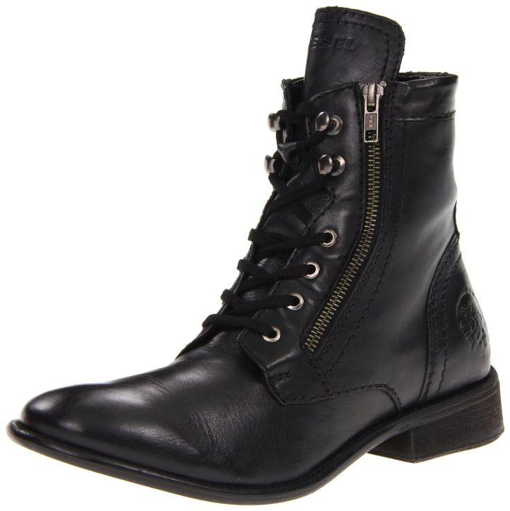 Diesel Men Mil Boot Black! Influenciados por la clásica bota militar y dando una interesante relectura bajo líneas más finas y menos toscas. Una belleza!