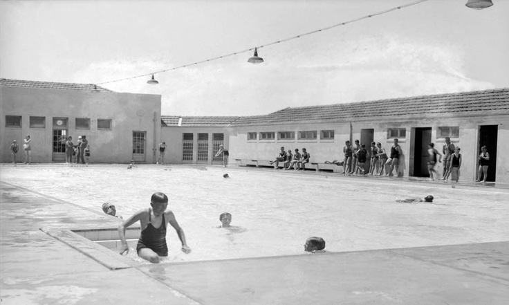 Swimmers at Manuka Pool, 1932.    Photographer: William James Mildenhall. NAA: A3560, 7310