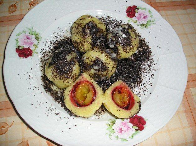 Bramborové švestkové knedlíky