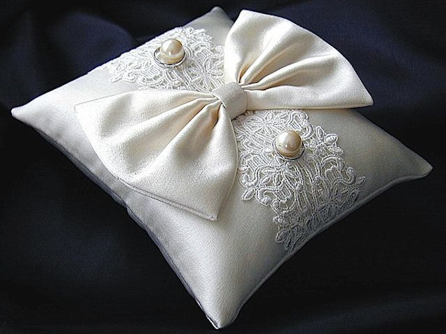 ateliersarah's ring pillow/silk ribbon