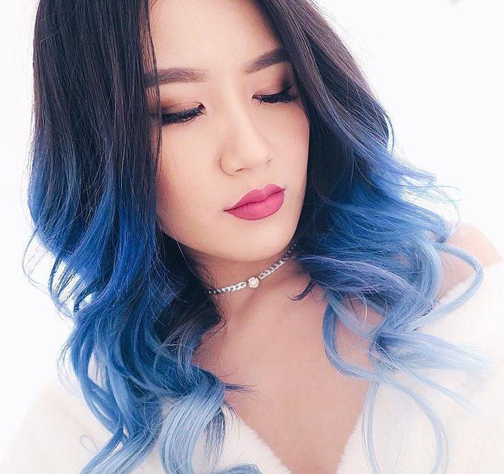 Curly wavy hairstyle with navy blue dye tips hellosylviaa