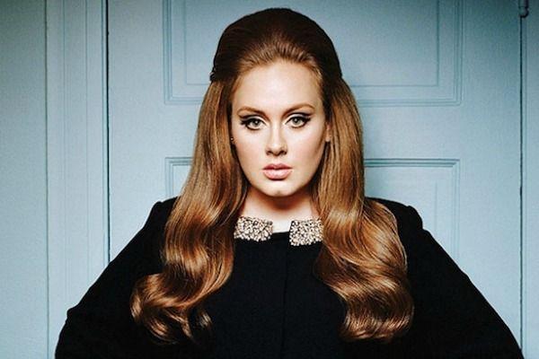 Adele Malah Tampak Seperti Nenek-Nenek di Ultah ke-29