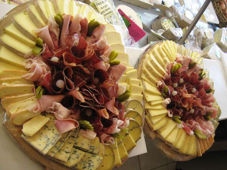Die Fromagerie Epicerie Feine Raclette-Tabletts in Grenoble   – Pau Lyno