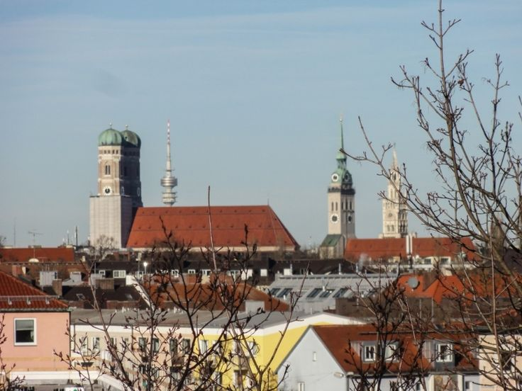 """Skyline and Munich's Dom. Read """"Easter in Germany: Bavaria"""" - Love in a little black diary"""