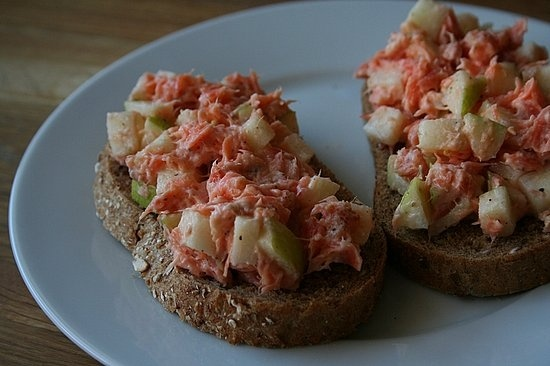 Smørbrød or Smørrebrød    Planning on making these with my own Low Carb Bread recipe...