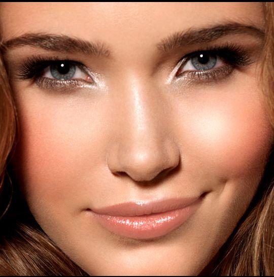 Maquiagem: Como aplicar iluminador facial http://r7.com/n3yI