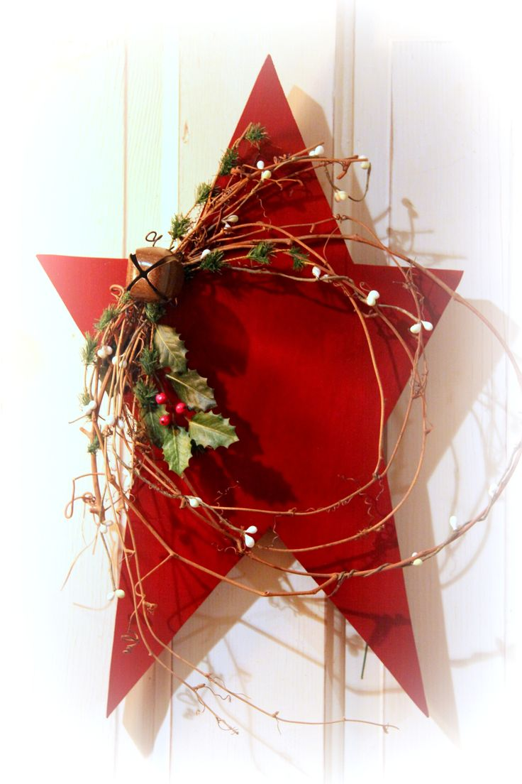 Christmas Star.  The simplicity of the design makes this wreath special.