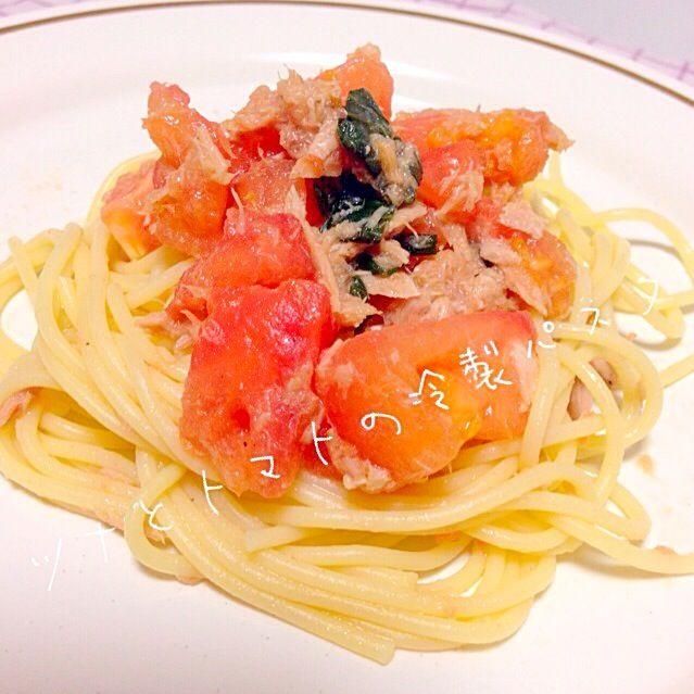 トマトとツナ缶があったのでー。 バジルは、冷凍しておいたのをつかいましたー! - 43件のもぐもぐ - ツナとトマトの冷製パスタ by 2snoopy7