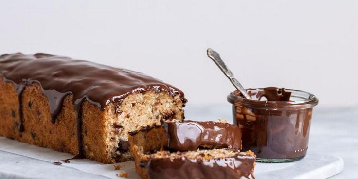 Banankage med chokolade og peanutbutter