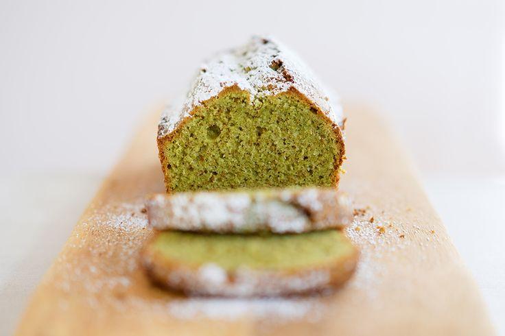 Japanischer Matcha-Kuchen mit weißer Schokolade