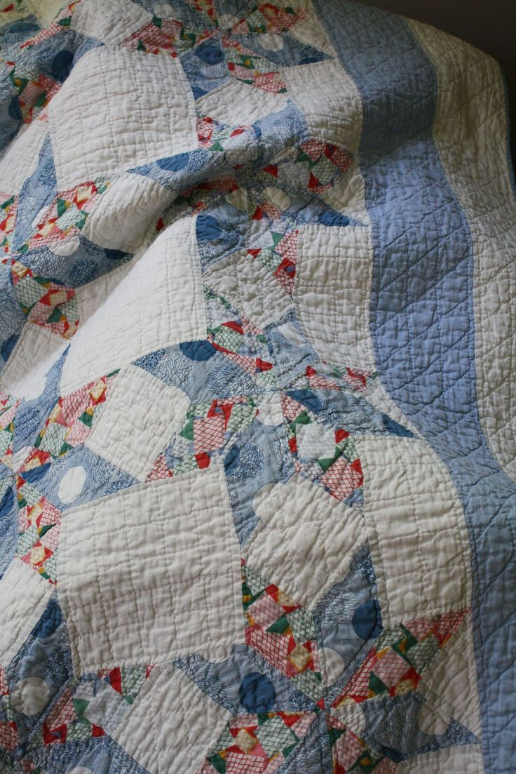 Star quilt with rectangle white between stars next to blue border