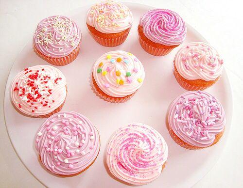 Hummmmmm! Cupcakes rosa (e lindos!).