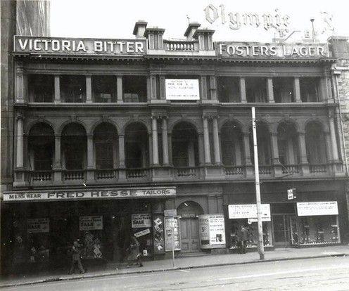 Port Phillip Club Hotel 232 Flinders St,Melbourne.Originally a 26 room house built in 1838,it was rented by the Port Phillip Club as an alternative to the Melbourne Club.Later it became a boarding house for young women.In 1850 it became the Port Phillip Club Hotel.Demolished in 1960 and replacedcby the Port Phillip Arcade.A♥W