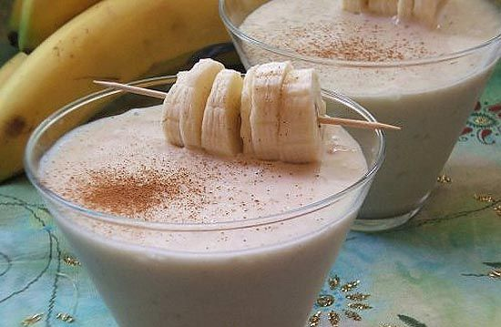 2 plátanos, 2 peras, 2 melocotones o cualquier fruta al gusto – 200 ml de leche – 200 ml de nata (para aligerarlo podemos usar más leche) – 1 cucharada de ...