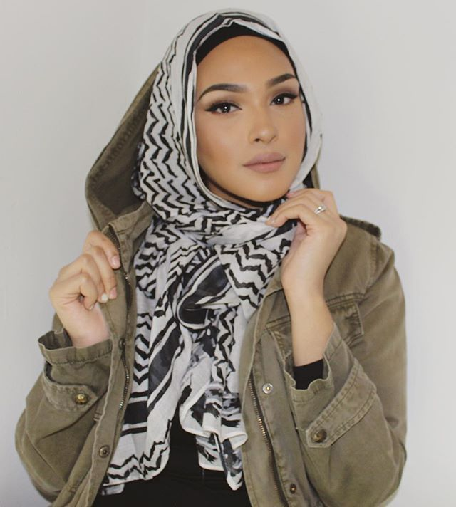 this hijab from the new @velascarves collection! 〰 Discount code 15% OFF:CHINUTAY