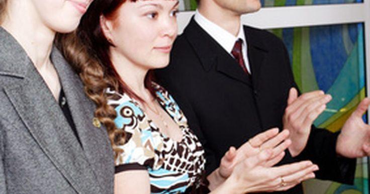 Ideas cristianas para romper el hielo. Las reuniones cristianas de jóvenes o adultos se benefician de los modos de romper el hielo cristianos. Presenta a los participantes entre sí y relaja al grupo con juegos que introduzcan un sentido de comunidad cristiana, ya sea en seminarios extendidos o de un día de duración. Energiza el grupo durante las festividades cristianas. Utiliza ...
