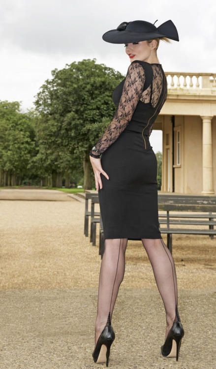 Love the back seam #nylons with that lacy dress!