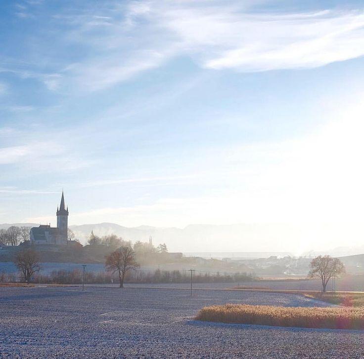 The east end of Slovakia. • #slovakia #slovakiatravel #travel #travelling #travelling #travelslovakia #creativephototeam #sunset #sunrise #sun #sunny #winter #wintermood #landscapephotography #landscapelovers #landscape #sky #littletown #church #morning #