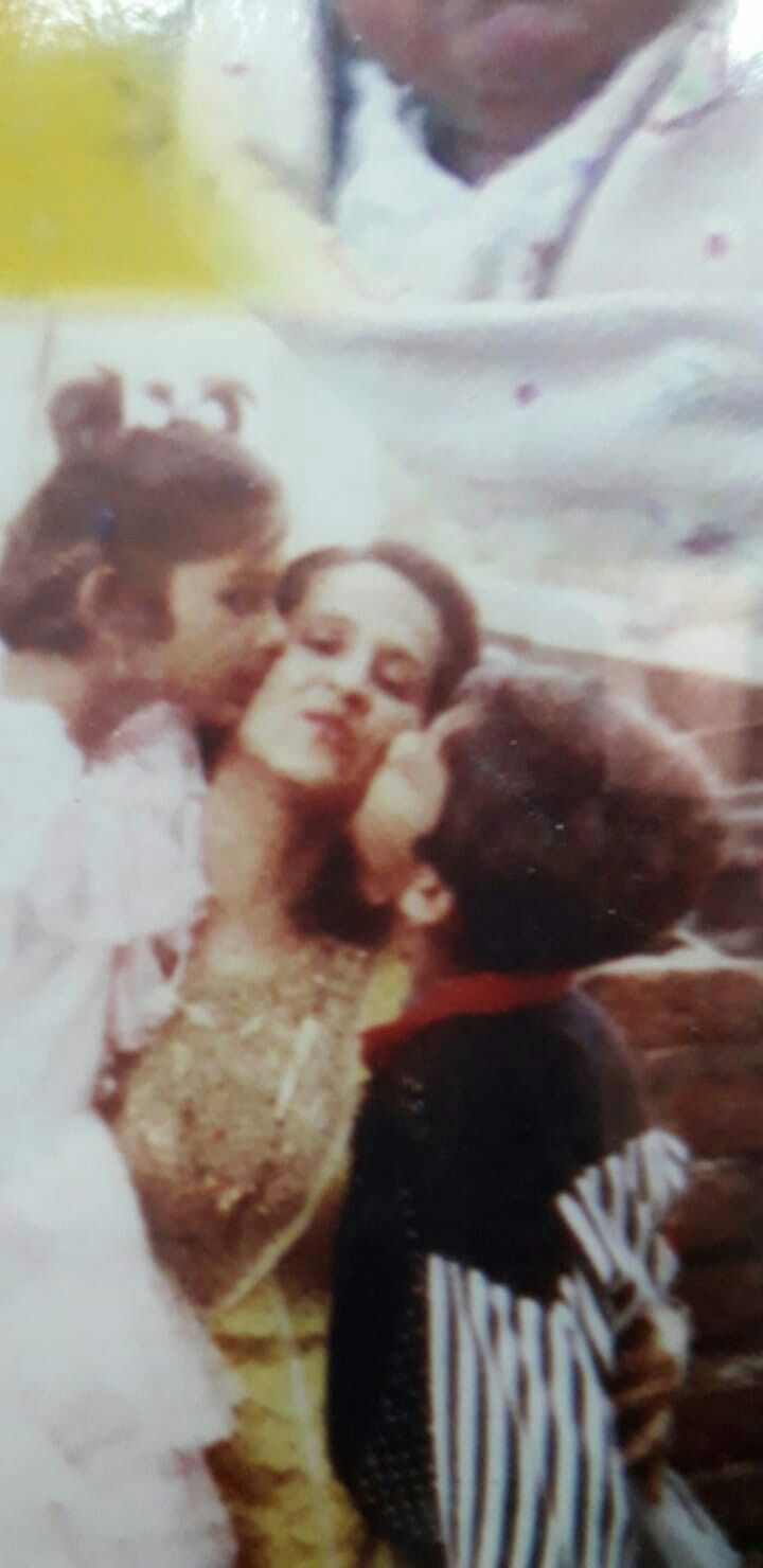 Rare One Jenny S Childhood Pic With Mom Brother Shared By Her Mother Jennifer Winget Pics Childhood