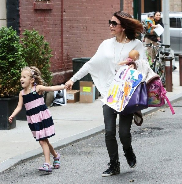 Bethenny Frankel Photos - Bethenny Frankel in NYC With Her Daughter - Zimbio