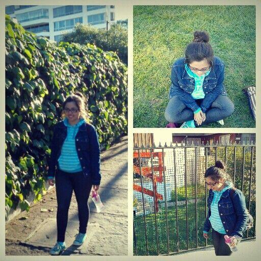 Outfit! Para un día por la cuidad! Water+ leggins+ zapatillas comodas + maxitomate+ poleron + chaqueta de jeans! <3 #look