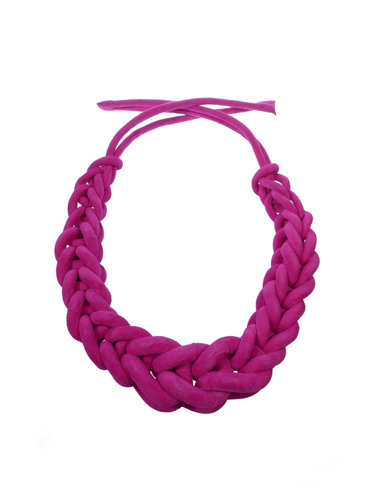 i could make something like this out of a tshirt the same way people make the tshirt/scarf necklaces but i need to figure out how to make this knot, it looks easy enough though