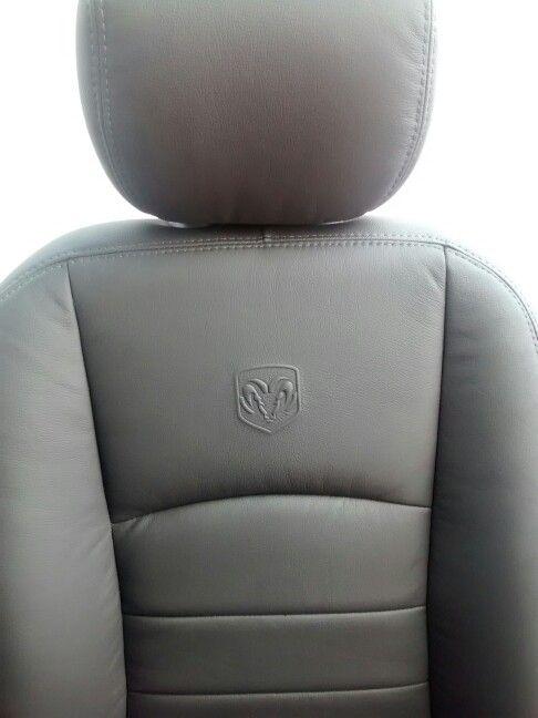 Silla Dodge Ram. Logo insignia de el Carnero.