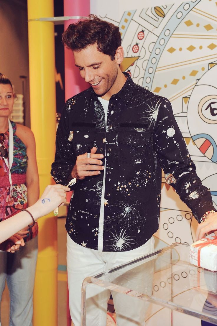 Mika - Swatch Store