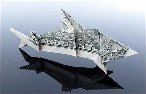 Dollar Bill Shark. Tiburón con un billete de dólar. Origami.